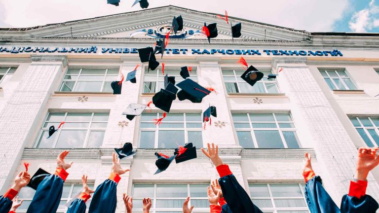 Sinh viên tốt nghiệp đại học có thể học thêm Văn bằng sau Đại học (PDD) ở Canada