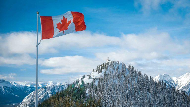 Canada sẽ cho phép công dân Mỹ đã hoàn thành tiêm chủng nhập cảnh từ ngày 9 tháng 8, các du khách quốc tế khác bắt đầu từ ngày 7 tháng 9.